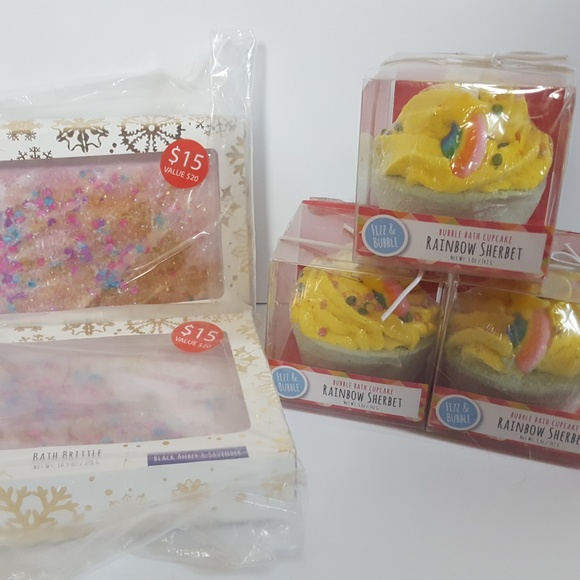 Fizz&Bubble Other - Bath brittle + bubble bath cupcakes 5 pieces - NEW
